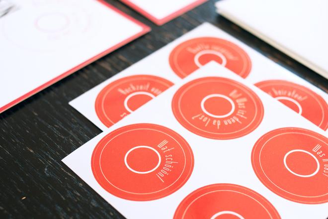 Hochzeit Sticker rot weiß rund Einladungen