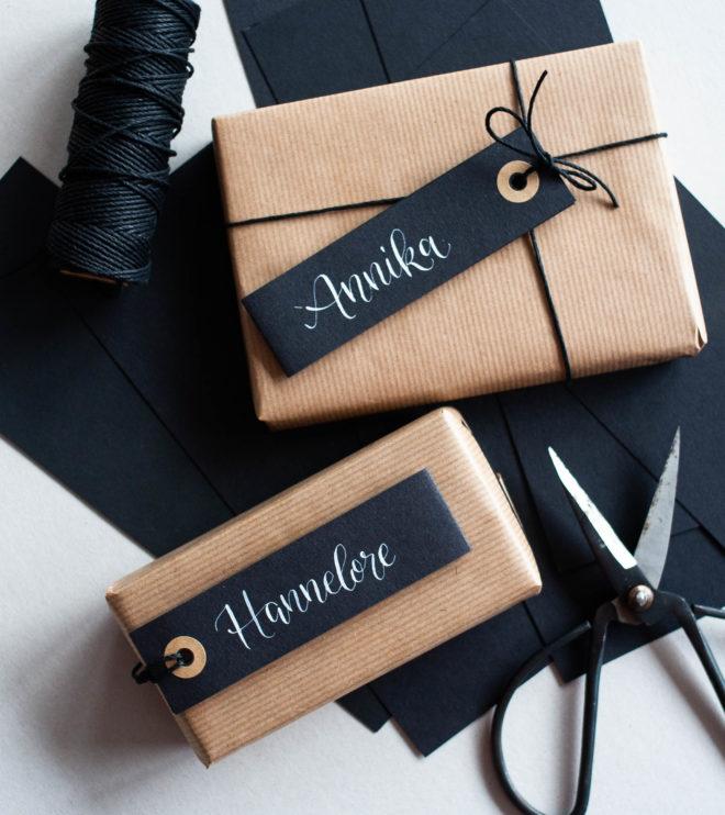 Schwarze Geschenkanhänger mit individueller Kalligrafie