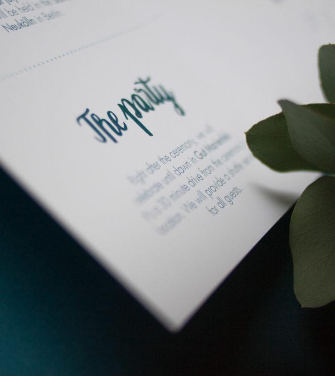 Zweisprachige Einladungskarte Brushlettering Detail