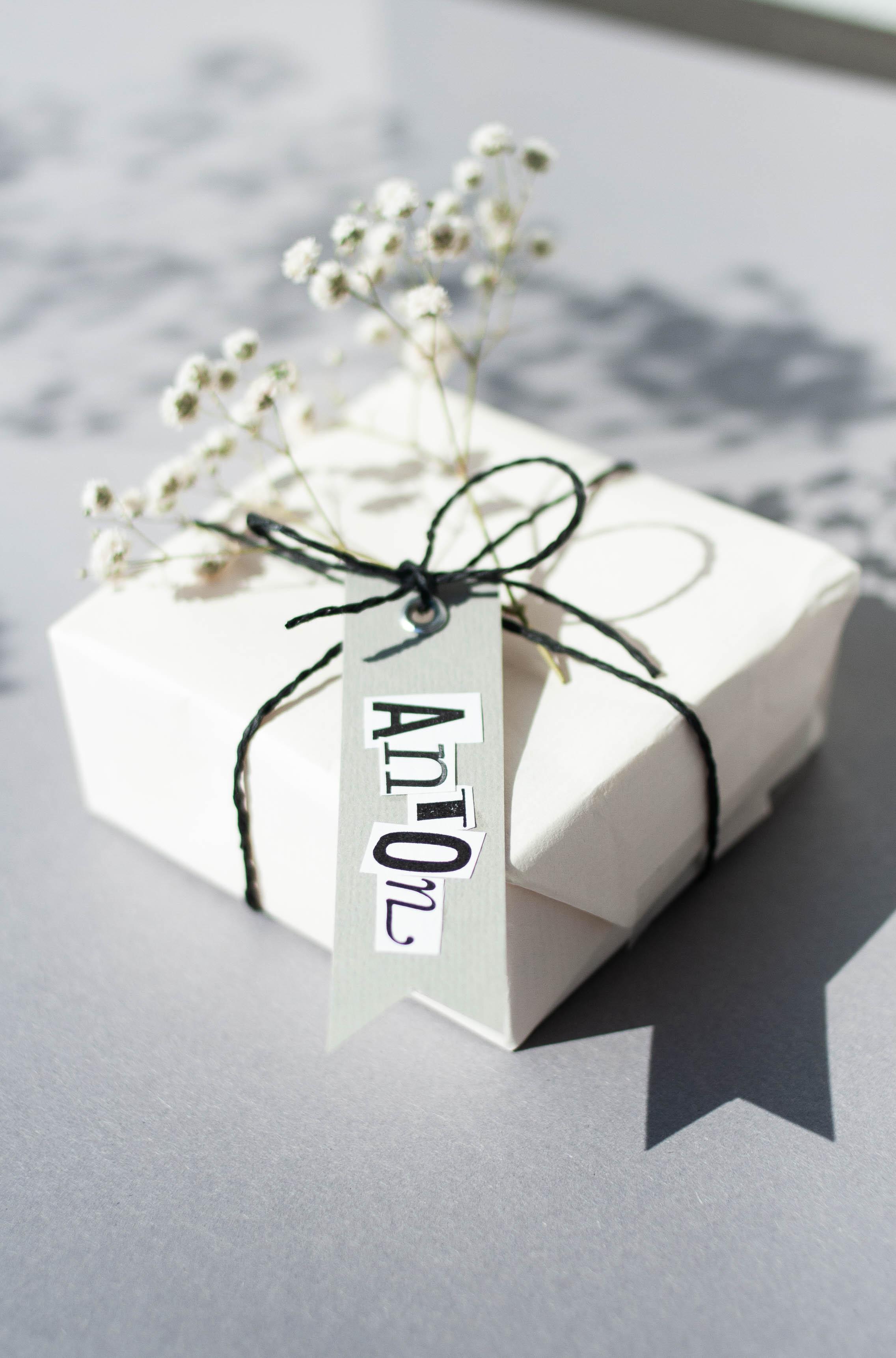 Geschenkanhänger selbst machen mit Letterpress Buchstaben Vorlage