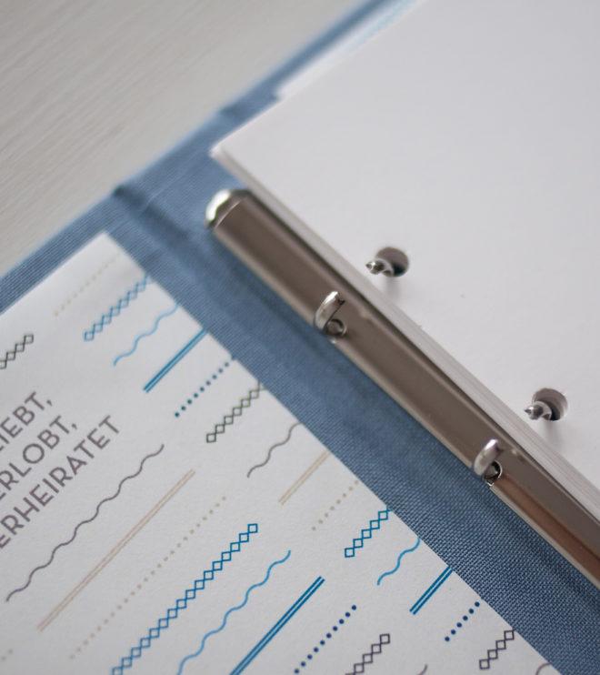 Modernes Stammbuch mit schönem Leineneinband in Taubenblau