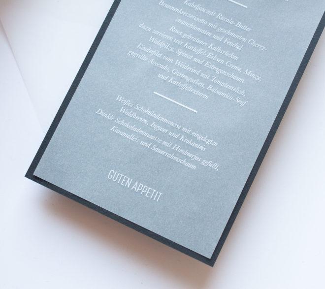 Detail Schlichte Menükarte mit weißer Schrift