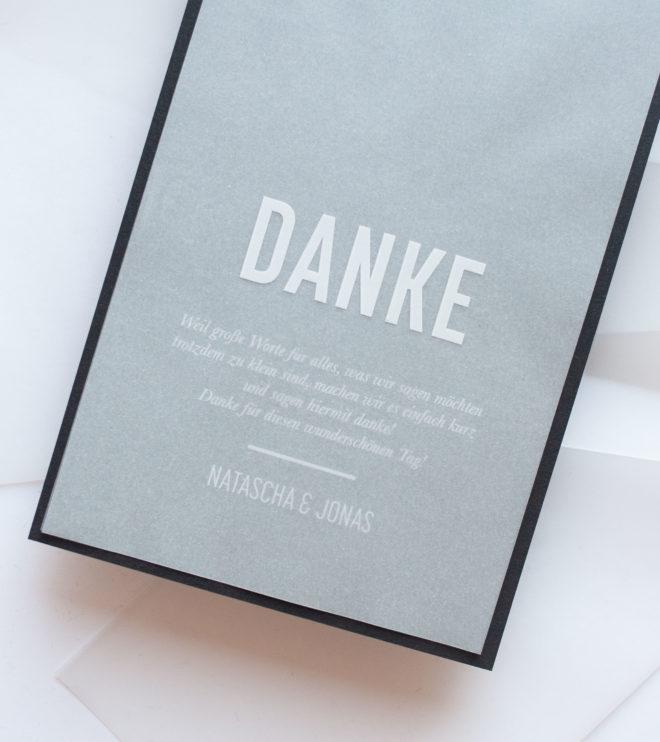 Reduzierte Dankeskarte mit Weissdruck auf Transparentpapier