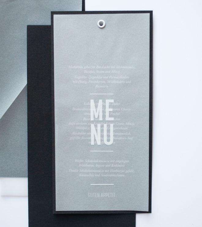 Schlichte Menükarte mit modernem Transparentpapier