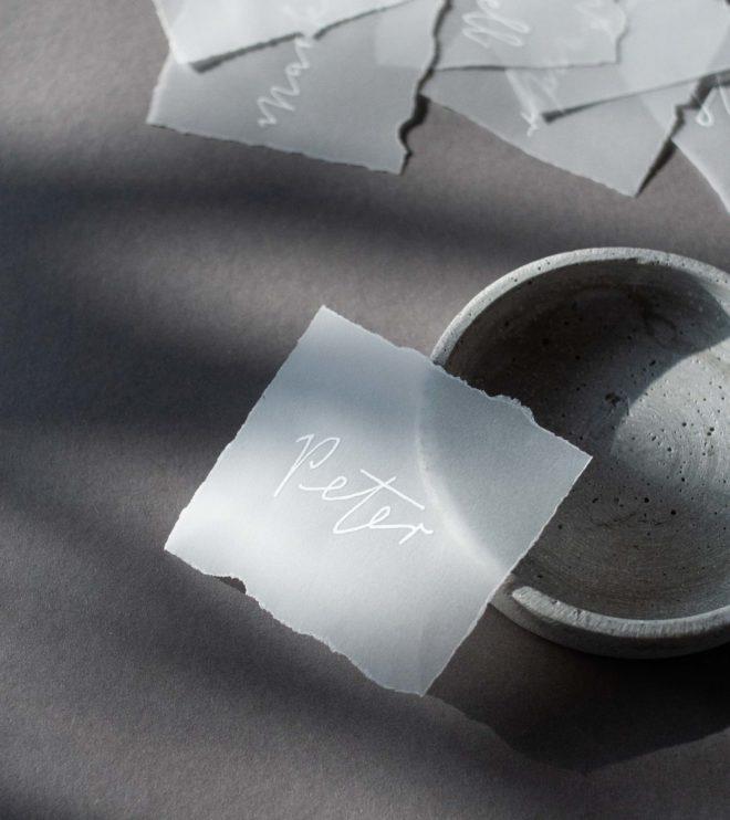 Transparente Namenskärtchen mit individueller Kalligrafie