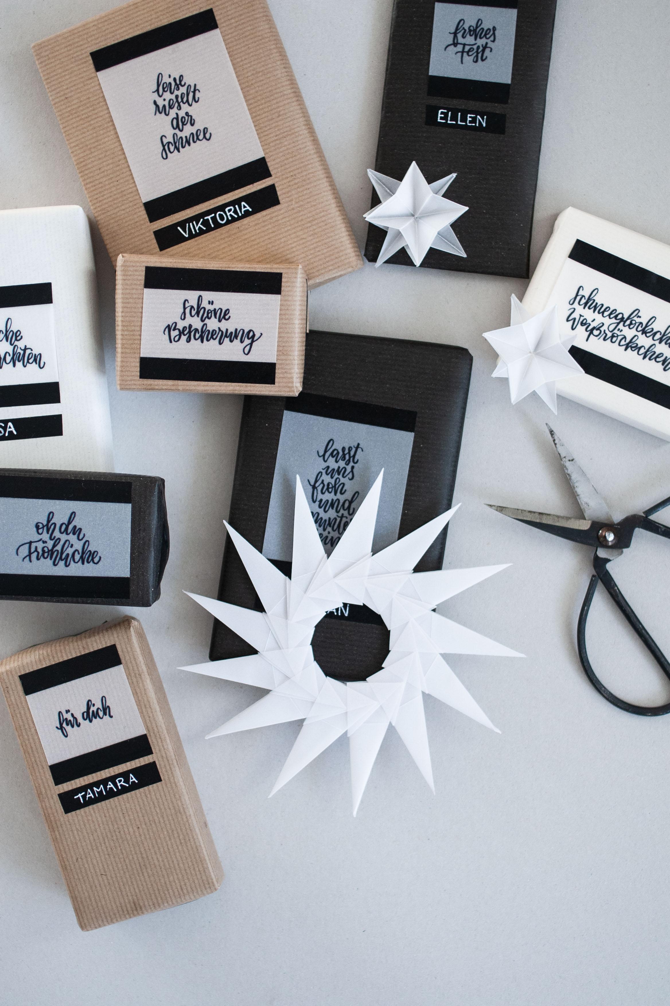 Weihnachtsgeschenke mit Handlettering und Packpapier kreativ verpacken