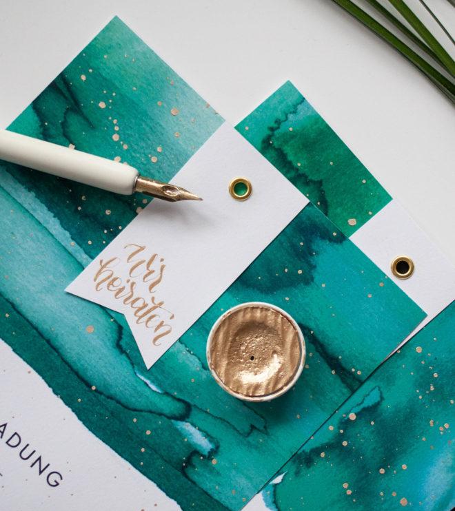 Moderne Kalligrafie auf Einladungskarte mit Aquarell