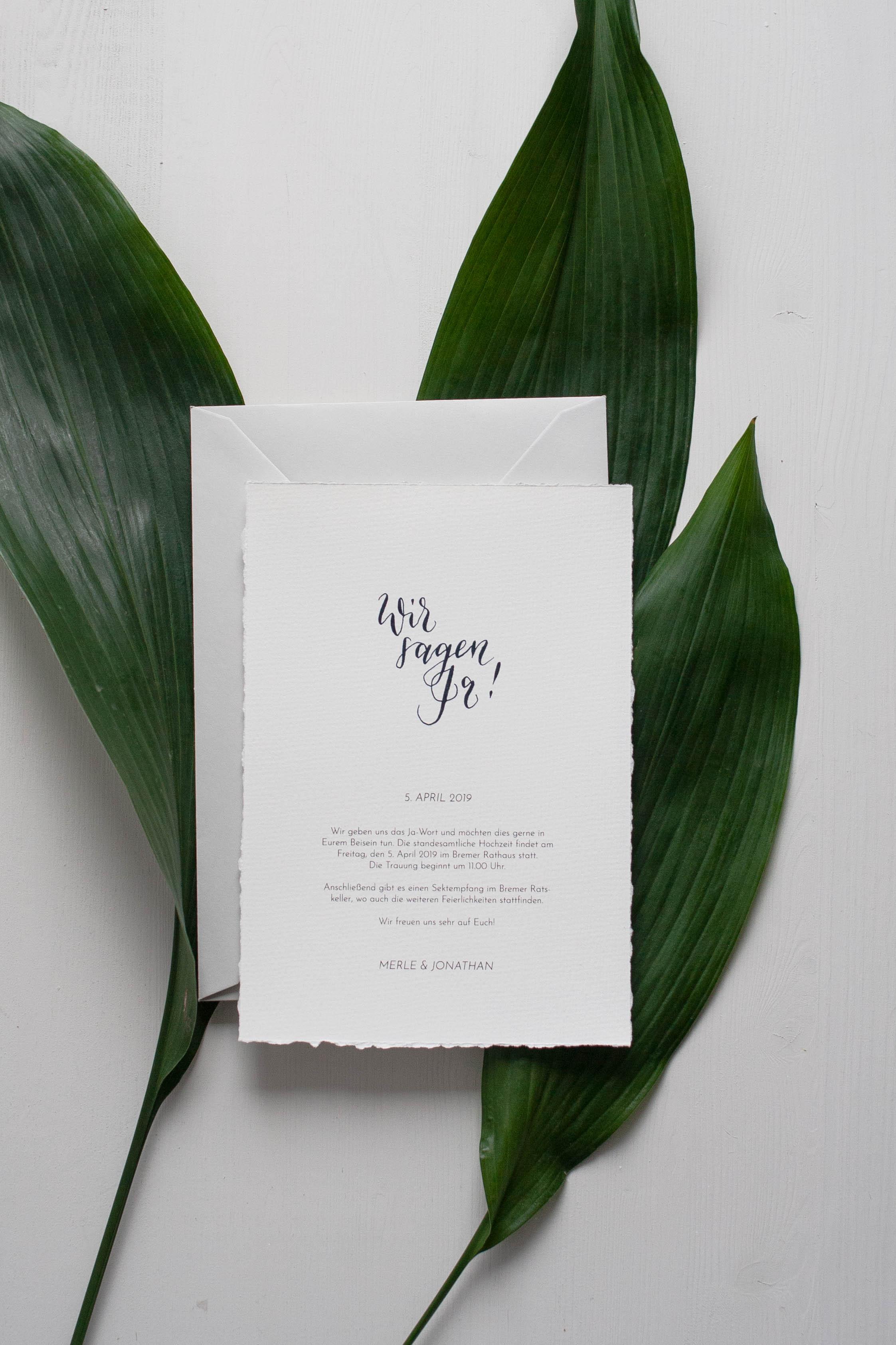 Mögliche Designvariante der Einladungskarte, gestaltet mit den Elementen aus dem DIY Hochzeitspapeterie Set von konfettirausch.