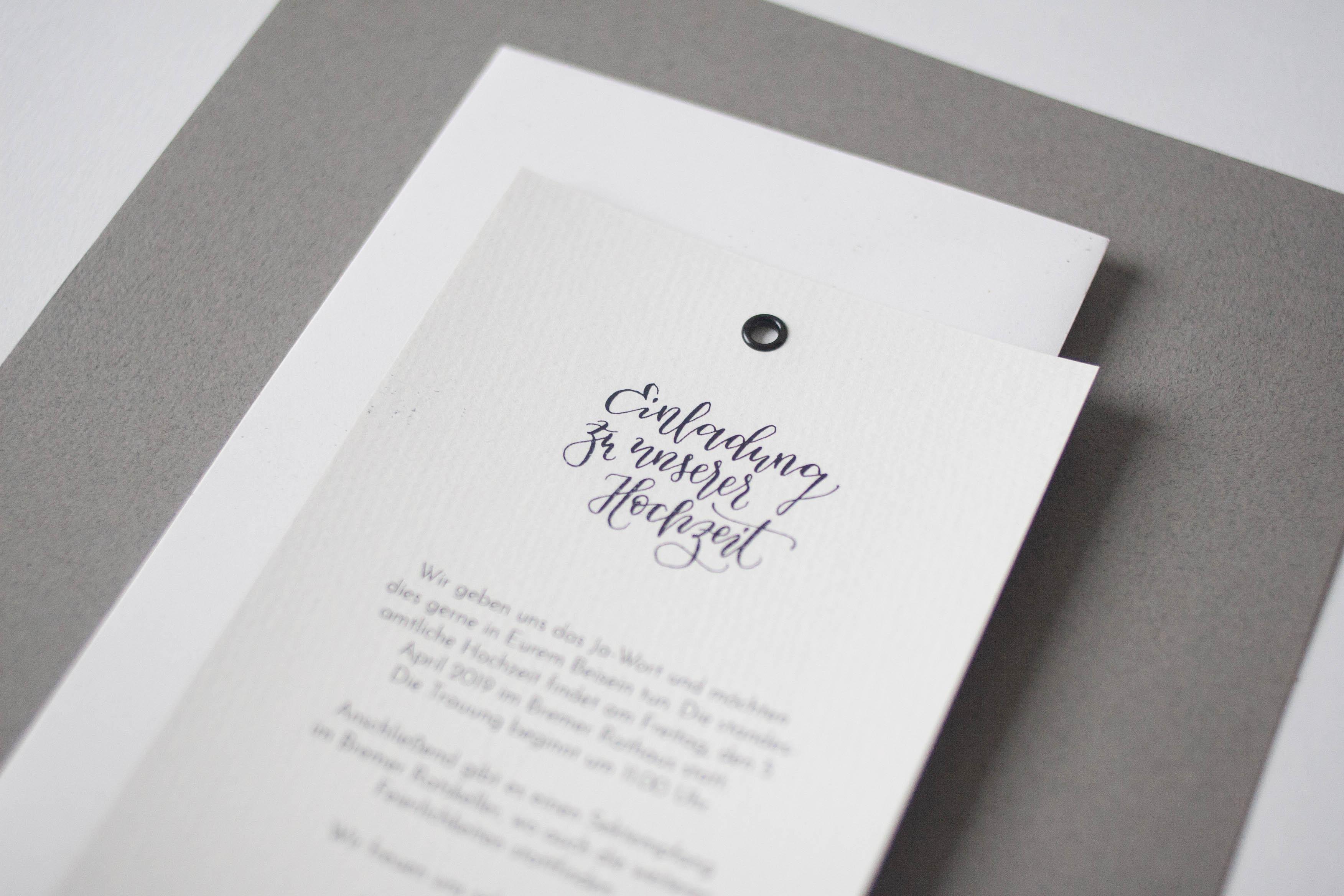 Hochzeitspapeterie selbst machen: Einladung mit handgeschriebener Kalligrafie