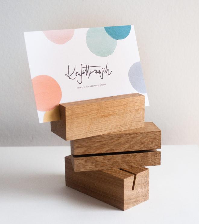 Postkartenhalter aus Eichenholz