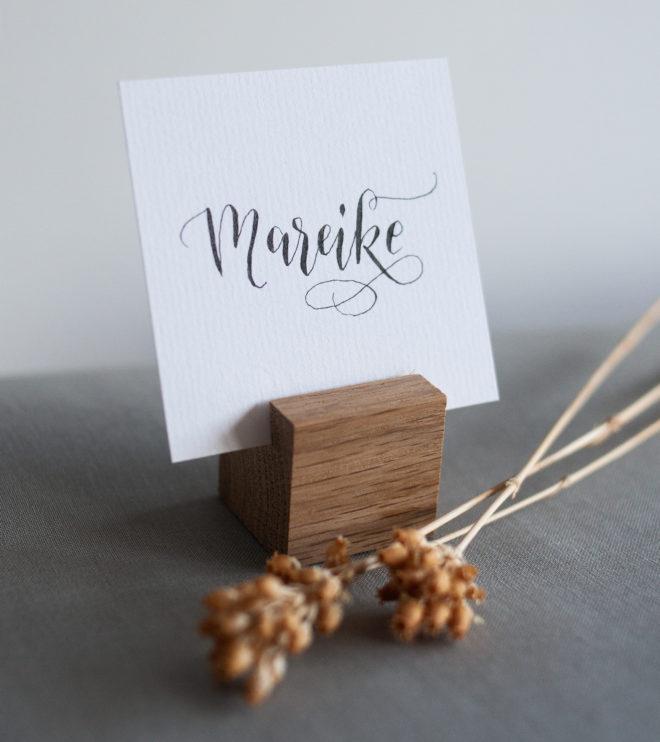 Platzkartenhalter mit Namenskärtchen Kalligrafie