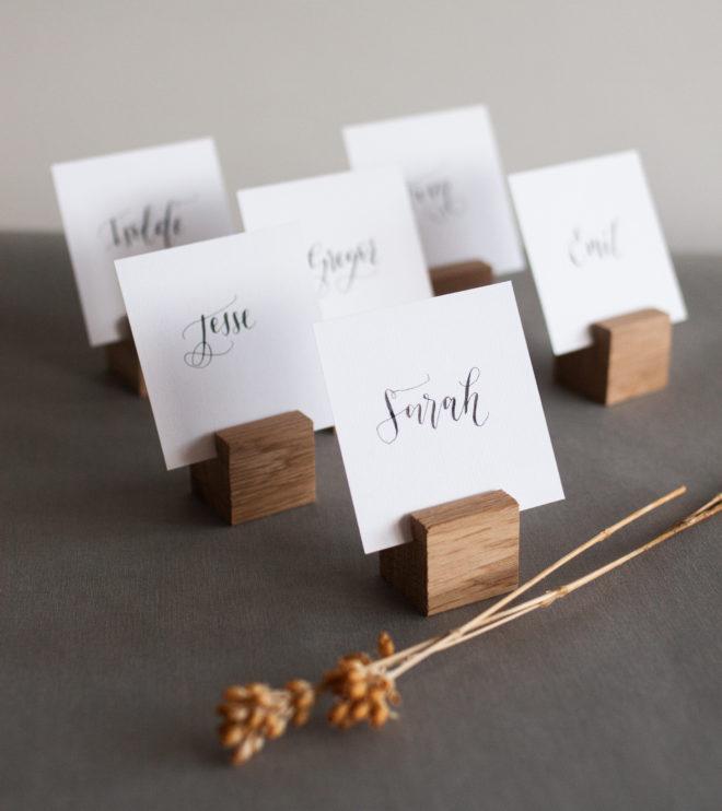 Platzkartenhalter aus Eiche für die Hochzeit