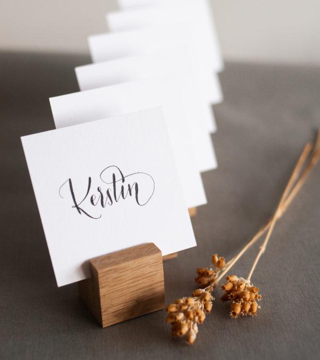 Platzkartenhalter aus Holz mit Namenskarten
