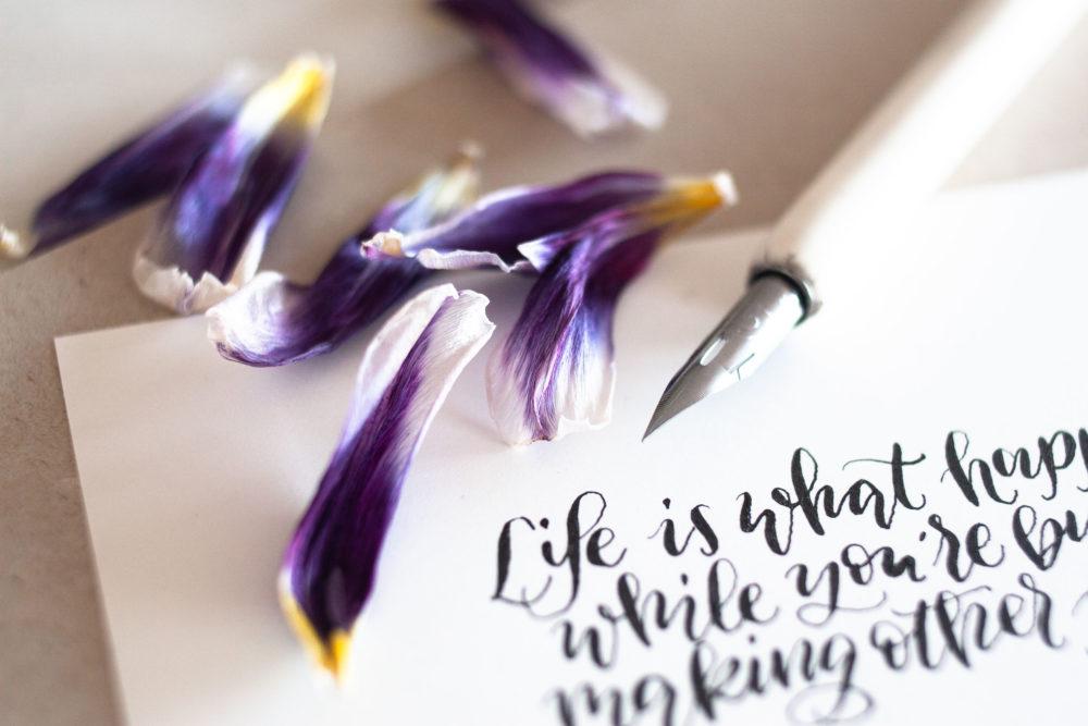 Moderne Kalligrafie mit der Spitzfeder