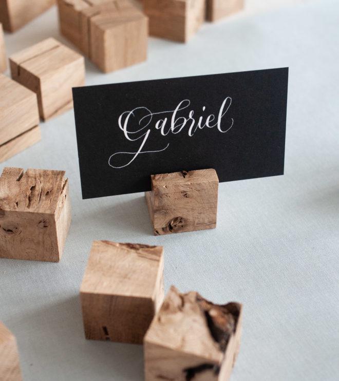 Kartenhalter für Namenskärtchen aus Holz